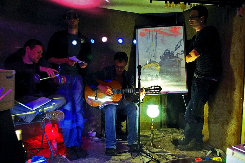 Die vier Kastenwesen in den Erlanger Glockenlichtspielen